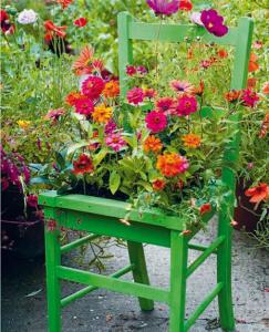 Virágtartó használt székből