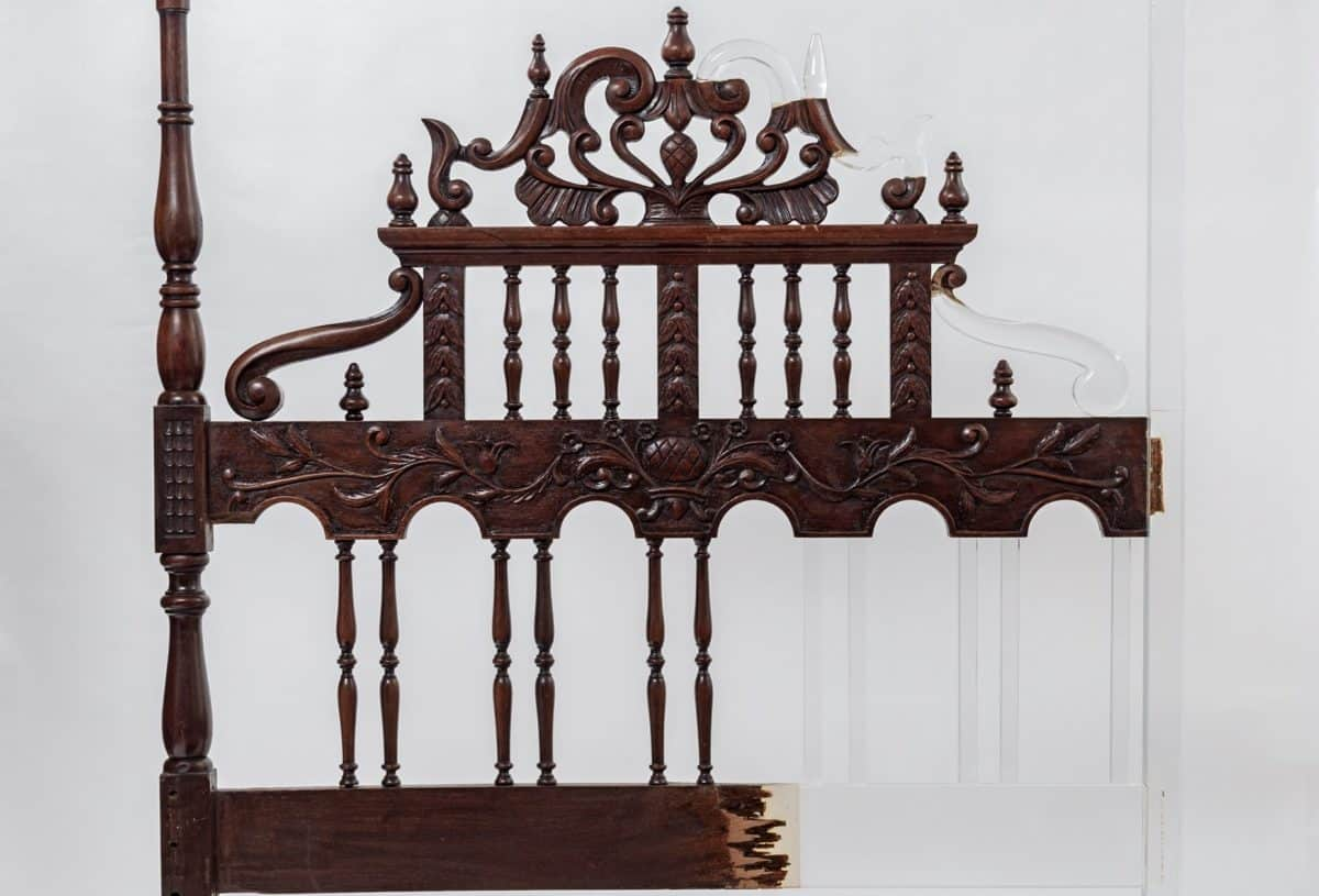 Átlátszó anyaggal javítja meg a törött bútorokat, a végeredmény lenyűgöző