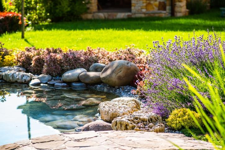 Víz a kertben: szuper ötletek a medencén túl